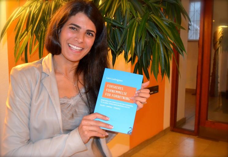 Laila Muhareb Udby deltog i receptionen. Hun er forfatter og har udgivet bogen: Lille Eid.